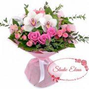 Букет с кустовыми розами — Королева