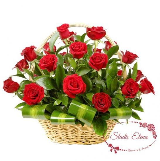 Яркие розы в корзине — Атлас