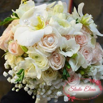 Свадебный букет из роз и лилий — Зара