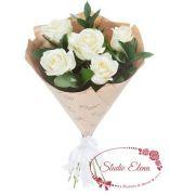 Белые розы в крафтовой бумаге — Вайт