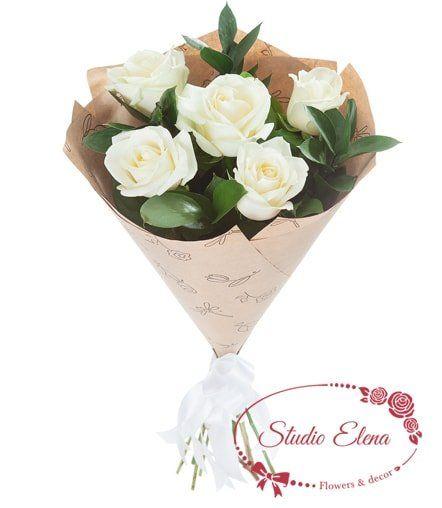 Білі троянди в крафтовому папері - Вайт
