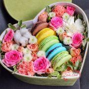 Макаруны с цветами в коробке — Шаппо