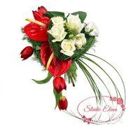 Букет из антуриумов, тюльпанов и роз — Салют