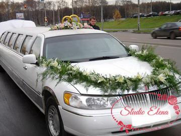 Цветочные композиции и кольца на свадебный автомобиль