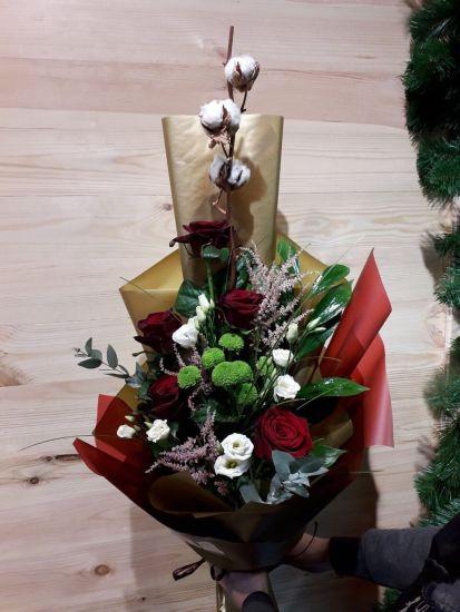 Большой букет цветов — Бархатная роза с хлопком