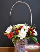 Букет — Мира к корзине из хризантем и алых роз