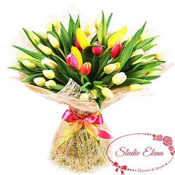 Невероятно красивый букет из микса тюльпанов — Искра