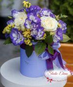 Цветы в синей шляпной коробке — Фея