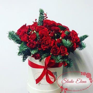 Червоні троянди в білій коробці - Карнавал
