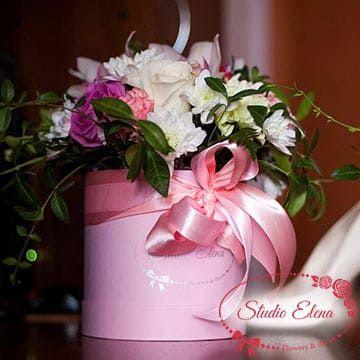 Квіти в рожевій коробці - Аделіна