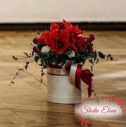 Прекрасні квіти в коробці с під капелюха - Рандеву