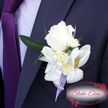 Бутоньерка из белой розы