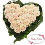 Розы в форме сердца — Для нежной блондиночки