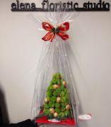 Букет цветов с конфетами в композиции — Елочка с конфетами