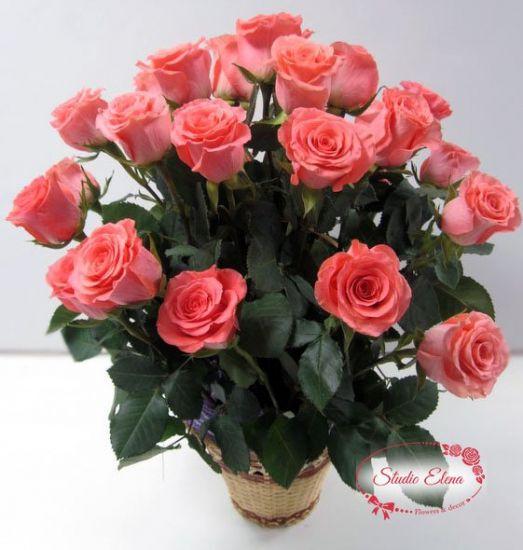 Розовые розы в корзине — Маджента