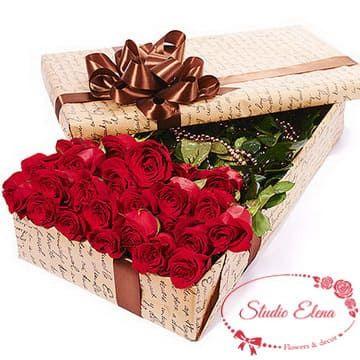 Букет красных роз в коробке — Фридом