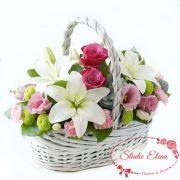 Цветы в яркой корзине — Лили