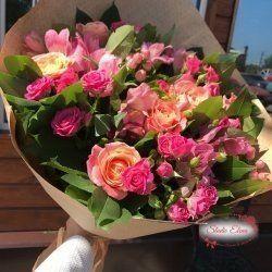 5 сортів троянд в одному букеті - Парижанка