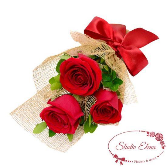Букет из 3 красных роз — Романтический танец