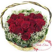 Красные розы в корзине — Утро для влюбленных