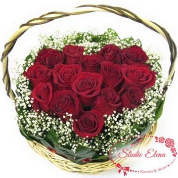 Червоні троянди в кошику - Ранок для закоханих