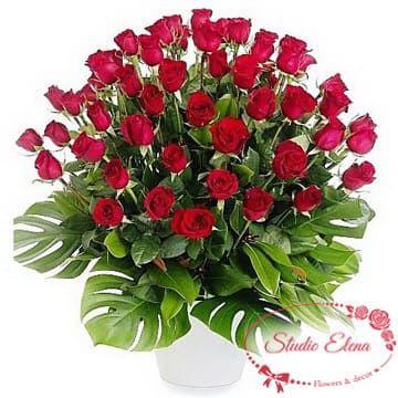 55 червоних троянд в кошику - Взаємність